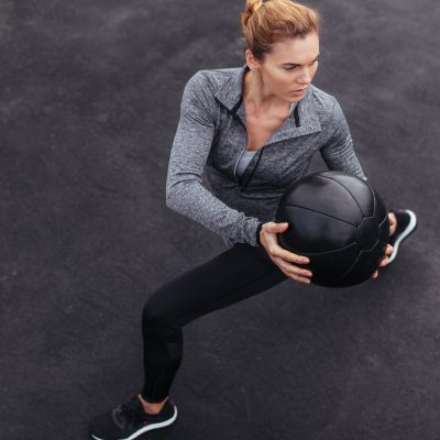 The benefits and importance of strength training exercise for runners to prevent injury, run faster, more efficiently and be a happier runner #strengthtraining #runningtips #running #runnerstrength #strengthbenefits