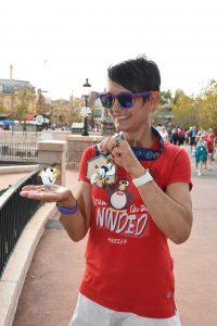 Disney photopass magic photo during Disney Marathon Weekend #magicphoto #rundisney #dopeychallenge #disneyphotopass #runningglow